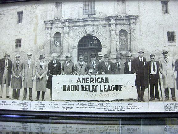 1919 photo of ARRL banner